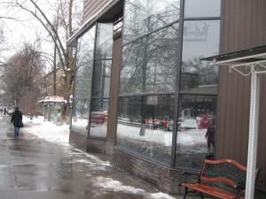 IMG 4108 300x225 - Чистая витрина-лицо магазина
